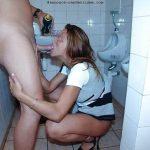 Plan suce dans les toilettes publiques avec femme qui trompe son mari cocu